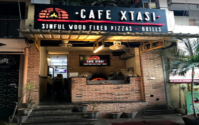 Best Pizza for Pizza Lovers at Cafe Xtasi Pondicherry